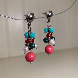 Brinco alfinetado com cristais tchecos lapidados multicores e esfera em polímero rose.