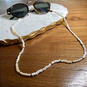 Cordão de óculos e cordão de máscara de miçangas cru e entremeios de metal banhado.