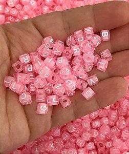 Miçanga Dadinho Letrinhas - Rosa com Letras Brancas - 6mm - 30 gramas