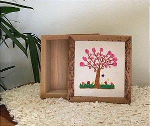 Caixa de Buriti c/ Tampa Bordada Ipê Rosa