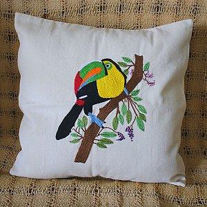 Capa de Almofada Bordada Tucano Colorido - Tecido Algodão Cru