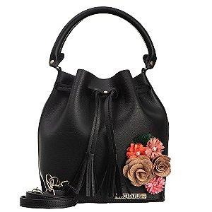 Bolsa saco em Napa Preta com detalhes em flores