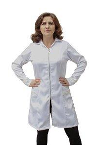 Jaleco Agua Marinha feminino branco, gripir nas mangas e bolsos frontais, com faixa de amarrar na cintura.