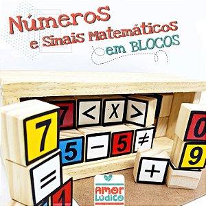 Números e sinais matemáticos em Caixa e Cubos de madeira - 4+