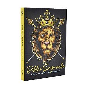 Bíblia Sagrada NAA Média Capa Soft Touch Leão Dourado