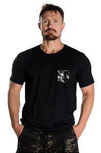 Camiseta com Detalhe Camuflado