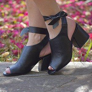 Sandália com Salto Grosso