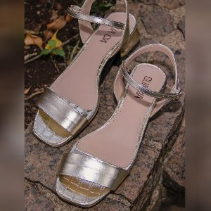 Sandália Croco Metalizada
