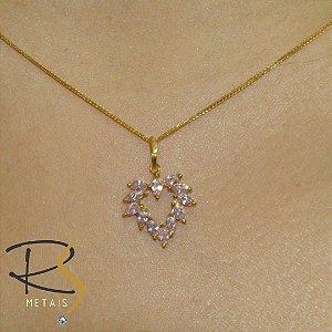 Pingente Coração Vazado em Ouro Amarelo 18K com Zircônias Rosa Bebê