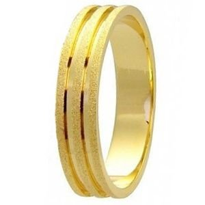 Aliança Reta Diamantada com Frisos Polidos em Ouro Amarelo 18K