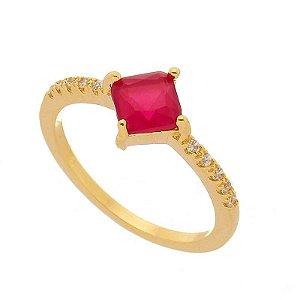 Anel Carre Vermelho Com Zircônias Laterais Banhado A Ouro 18k