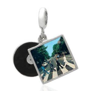Berloque Álbum Abbey Road The Beatles Em Prata 925 Com Ródio e Resina