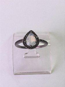Anel Com Banho De Ródio Negro E Cristal Leitoso (sintético) Oval