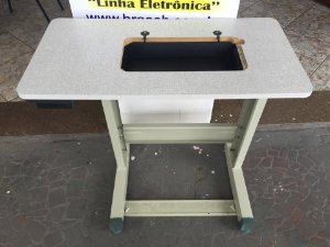 Mesa de Fórmica Para Máquina Doméstica c/ Furo