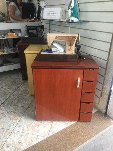 Gabinete Luxo Mogno Para Máquina Doméstica