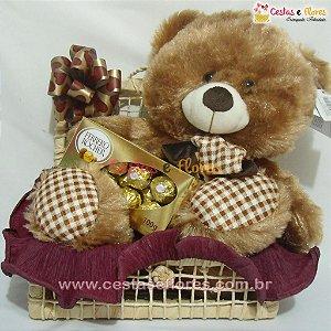 Cesta Urso Marrom e Cachecol Xadrez e Chocolates Ferrero Rocher