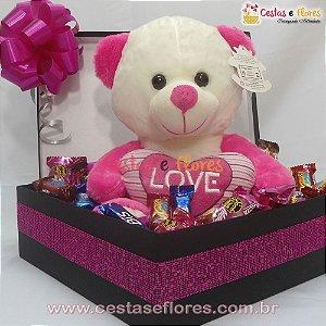 Cesta Com Urso de Pelúcia Rosa e Chocolates