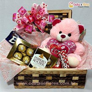 Cesta de Chocolates e Pelúcia Simpática Coração Love
