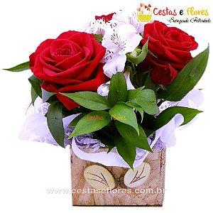 Vaso com Arranjo de 03 Lindas Rosas Colombianas ou 06 Rosas Nacionais