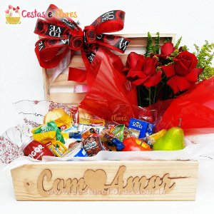 Cesta Master Baú Com Amor + Arranjo de Rosas