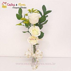Arranjo de 03 Rosas Brancas no Vaso de Vidro