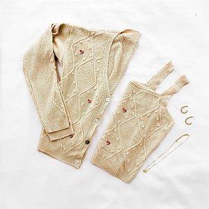 Casaqueto em Tricot com Detalhes Bordados Acompanha Cropped