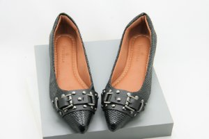 Pointed Buckle - Preto