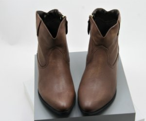 CHOCOLATE BOOTS FLAT