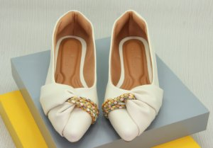 POINTED HALF LACE - OFF WHITE