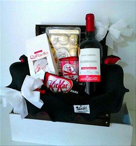 Baú de Madeira com Vinho e Chocolate