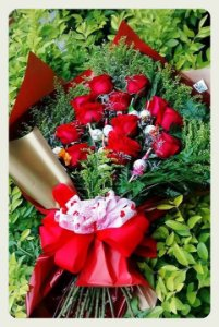 Ramalhete com 12 Rosas e 10 Mini Trufas