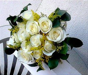 Ramalhete com 12 Rosas Brancas