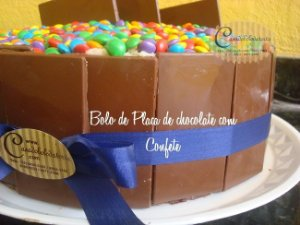 BOLOS COM PLACA DE CHOCOLATE
