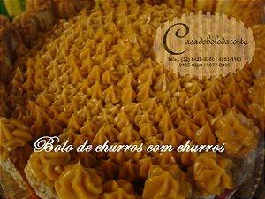 BOLO DE CHURROS COM CHURROS