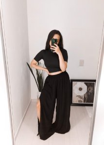 Calça Pantalona Fenda Lateral Preta