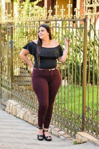 CALÇA SKINNY BORDO PLUS SIZE