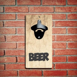 Abridor de Garrafas de Parede Madeira Clara com Aplique Beer