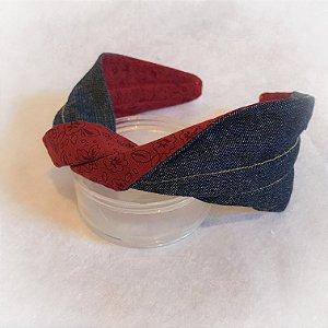 arco torcido jeans com estampa floral vermelho