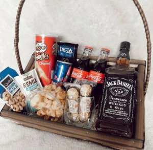 Cesta Jack Daniel com Petiscos e Coca Retô Cod C060
