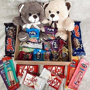 Cesta Pelúcia Amor em dobro Ursos e Chocolates em caixa MDF cod K034