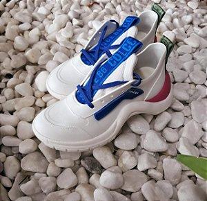 Tênis feminino branco com azul e rosa Colcci