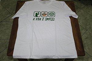 """Camiseta Feminina Branca com a frase """"A Vida é Simples"""""""