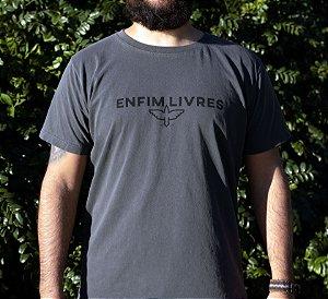 Camiseta Enfim Livres - Grafite