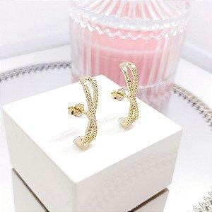 Brinco Ear Hook Texturizado X - Banho Ouro