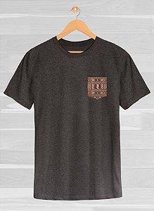 Camiseta Ethnic Cloak Cinza Chumbo