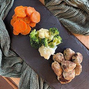 Comida Congelada – Bolinhas de Frango com Batata Doce e Legumes Salteados – 250g – FoodLev