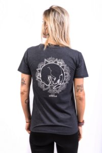 Camiseta Havi Mandala Milka Grafite Feminina