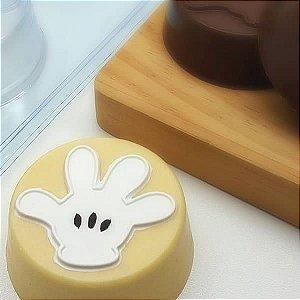 Forma para Chocolate com Silicone Pão de Mel Peq. Luva do Mickey 80g Ref. 12041 BWB Licenciada Disney 1unid