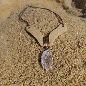 Colar de cerâmica e drusa de quartzo