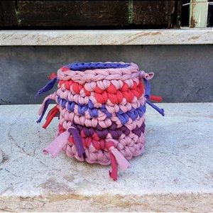 Cachepô pequeno rosado com nozinho